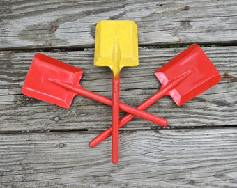 Vintage Red Metal Sand Shovels. Beach Decor.  Set of 3.  Mid Century Toy Shovels.  Yellow Back.  - VT37