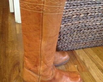 Frye Campus Boot With Stitching, size 8.5AA, Black Label