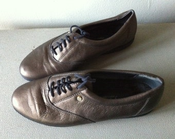 CLEARANCE bronze leather easy spirit oxfords. women's 7