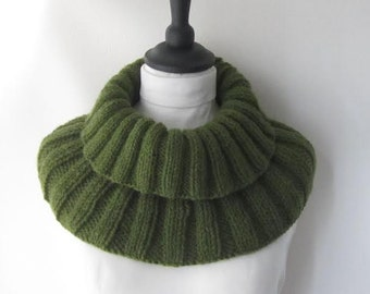 olive green cowl, green knit cowl, ladies accessories, ladies cowl, Winter cowl, Winter accessories, chunky knit cowl, uk cowls