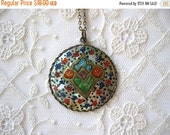 ON SALE vintage. PENDANT. necklace. Shell. hand painted. Persian. 1960s.
