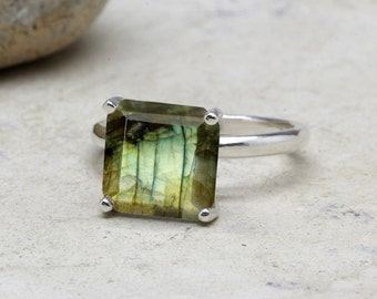 Labradorite ring,square gemstone ring,bridal ring,silver ring,sterling ring,solitaire rings,cocktail ring,stackable ring