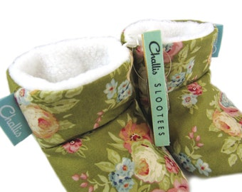 Fabric Baby Booties / Fleece Lined Booties / Stay On Booties / Warm Baby Boots / Baby Girl Gift / Vintage Floral Print / Fleece Booties