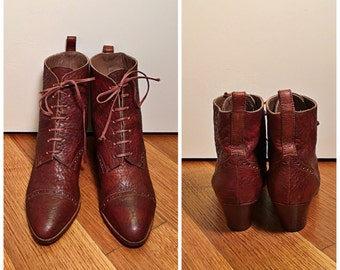 Size 8 Brown Leather Stuart Weitzman Lace-Up Booties Vintage 1980s Designer Boots Stacked Heel Brogue Lace Up Women's Leather Ankle Booties