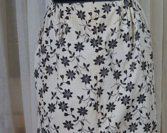 Vintage black and white floral apron w/contrasting trim. Hostess, cookout, kitchen,