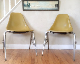 Herman Miller Eames Pair of Fiberglass Chairs (LOCAL DELIVERY ONLY)