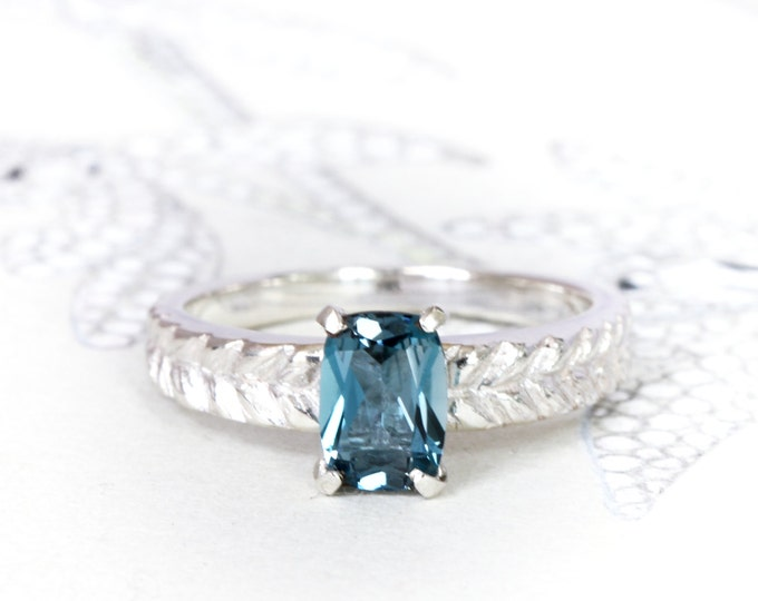 Silver carved ring - engagement ring - alternative ring - london blu topaz and silver 925 - birthstone november