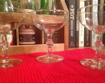 Vintage Coupe : Set of 6 matching cocktail glasses or champagne glasses (5 1/2 ounce coupes)