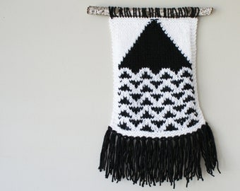 """DIY Knitting PATTERN - Triangle Wall Hanging - 8.5"""" tall and 11"""" tall (2016020)"""