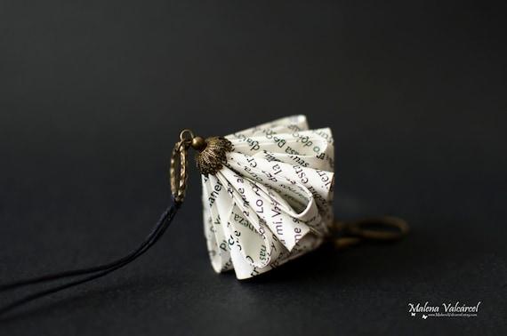 Collier en papier livre - sculpture miniature en papier Origami de bijoux - Art du papier-