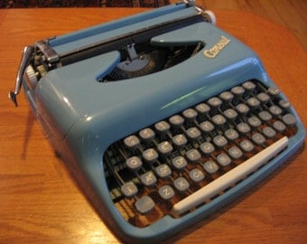 SALE 1960s Consul Czechoslovakian Portable Typewriter with case