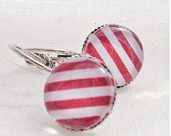 Earrings cabochon has red stripes!