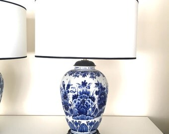 Sale. Free shipping. China Blue tablel lamp, made of original Delft Blue porcelain, Porceleyne Fles lamp.