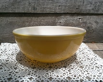 "PYREX YELLOW BOWL, 4"" Quart Mixing Bowl, #404, Baking Bowl, Glass, Ovenware, Serving, Cooking, Baking, Prep Bowl"