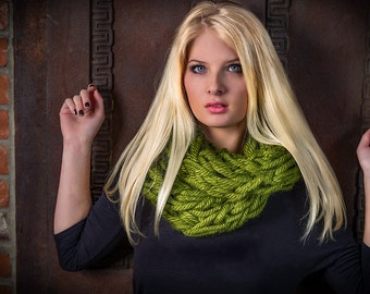Infinity scarf, olive green knitted chunky scarf, hand knitted scarf, loop scarf, green knitted scarves, thick winter scarf