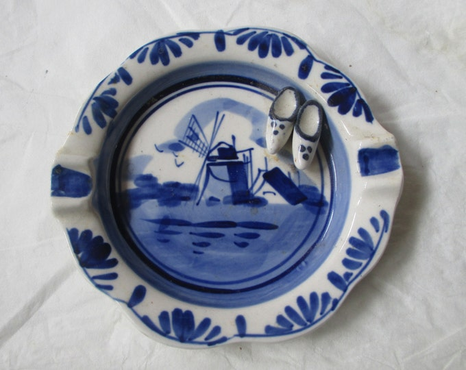 """Cute Vintage 4"""" Elesva Holland DELFT Blue Ashtray, Windmill with Wooden Shoes (c. 1960s)"""