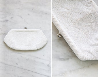vintage 1940s white beaded clutch purse | 40s kisslock beaded wallet | 1940s handbag