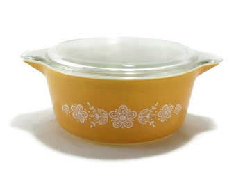 Pyrex Butterfly Gold 475 Round Casserole with Lid