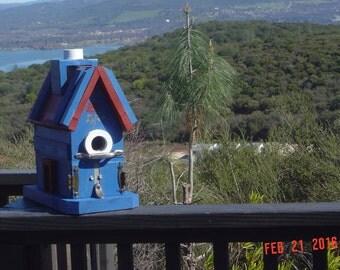 Don's Unique Birdhouse
