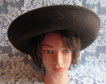 vintage STREET SMART LADIES hat , brown wool , with 2 tone ribbon and Flower, wide brim