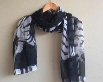 SHAWL , Snake Skin Design, Black and white   / S - 84