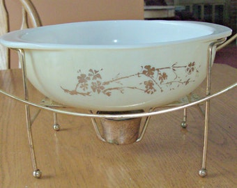 Vintage PYREX 2 Quart Casserole Dish with Warming Stand