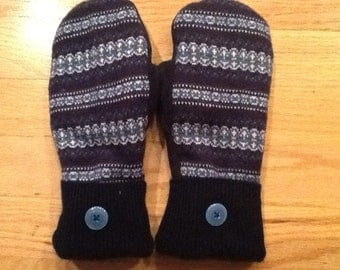 Fairisle print sweater mittens in blue