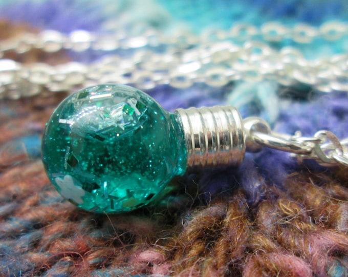 Glitter Liquid Necklace - Small Green Globe