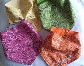 Personalized Baby bandana bib. Machine embroidered bandana bib . baby drool bib. Set of 4