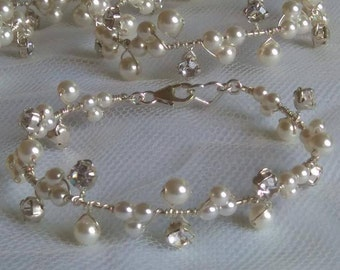 Stunning bridal wedding bracelet pearls diamante & swarovski crystals