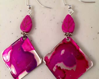 One of a kind alcohol ink dyed aluminum earrings with natural stone leaf.
