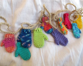 Funky colourful mini mitten garland (5 ft) / Rustic holiday decoration / Christmas banner garland