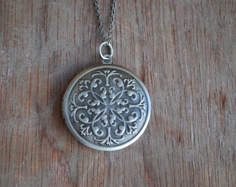 Ornaments . Antique silver locket / romantic necklace / gifts for her / valentine