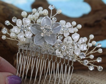 Pearl and rhinestone bridal comb / Bride's hair jewelry / wedding hair comb / bridal comb / Bride's hair comb/ Shabby Chic