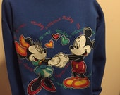 Vintage Walt Disney KISSES MICKEY MOUSE Classic Crew Neck Sweatshirt Sweater Jumper Top shirt Grunge Punk Goth Club Kid Disneyland Size L