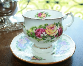Elizabethan - teacup and saucer - English garden - roses yellow and delicate rose