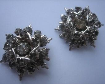 Atomic vintage pair of vintage silver rhinestone brooch pin set starburst