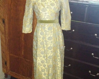 Ladies size 6 Renaissance dress gold and teal