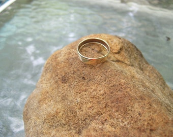 10 kt gold band size 9