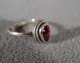 Vintage Sterling Silver Domed Pear Rhodolite Garnet Twisted Braided Setting Fancy Band Ring, Size 7 Jewelry   **RL