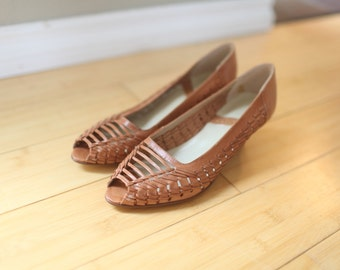 vintage tan leather woven peep toe pumps wood heels 8 *