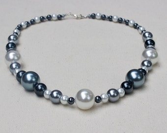 Grey and white glass pearl necklace 010