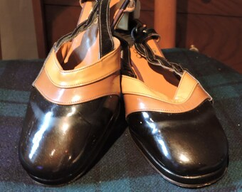 Vintage 1940s style ladies round toe shoes