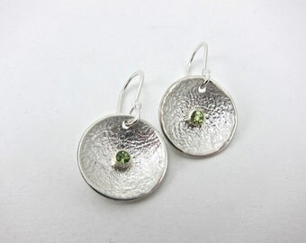 small peridot earrings, green gemstone earrings, reticulated disc earrings