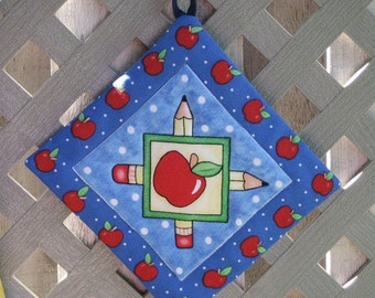 Pot Holders that Coordinate with Teacher Aprons