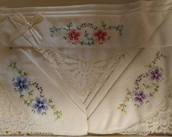 Pretty vintage handkerchiefs. Never used.