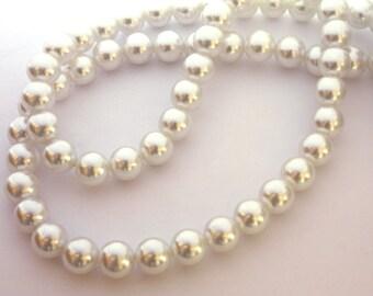 50x 10mm White Faux Pearls - B060
