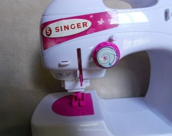 Vintage 1993 Singer Toy Sewing Machine with Accessory Case/Thread - Works!