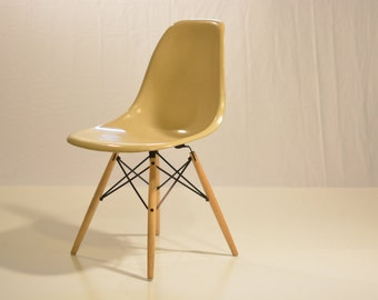 Eames Herman Miller Shell with Dowel Base