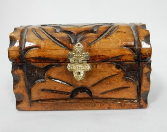 Trinket Box Wood Humpback Trunk Hand Carved Hinged Chest Jewelry Accessory Vtg